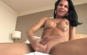 Sexy ts Luana strips down and jerks off in bed